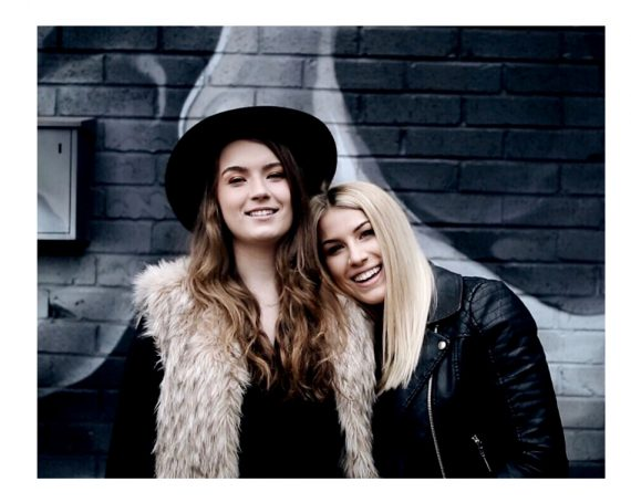 >> Hannah + Ally <<
